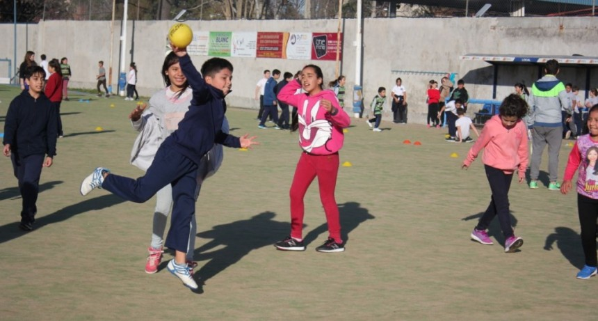 Más de 250 estudiantes participaron de un intercolegial de handball
