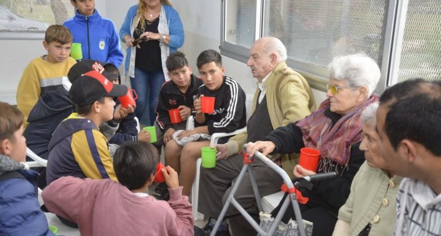 Niños y abuelos, juntos en dos jornadas recreativas