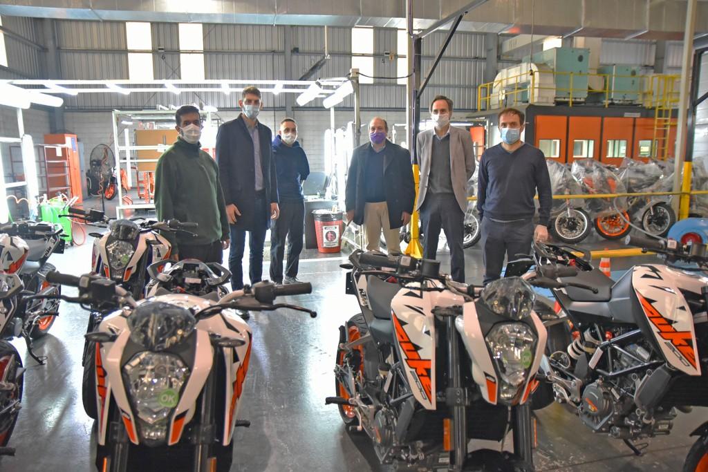 Abella acompañó el reinicio de la operación de la planta de KTM