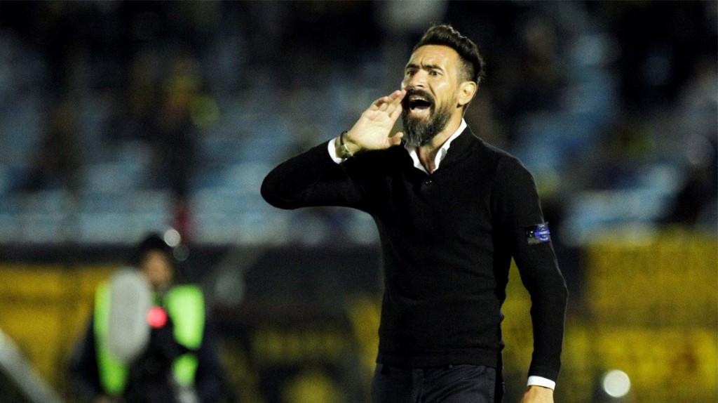 El técnico campeón Eduardo Dominguez renovará su contrato