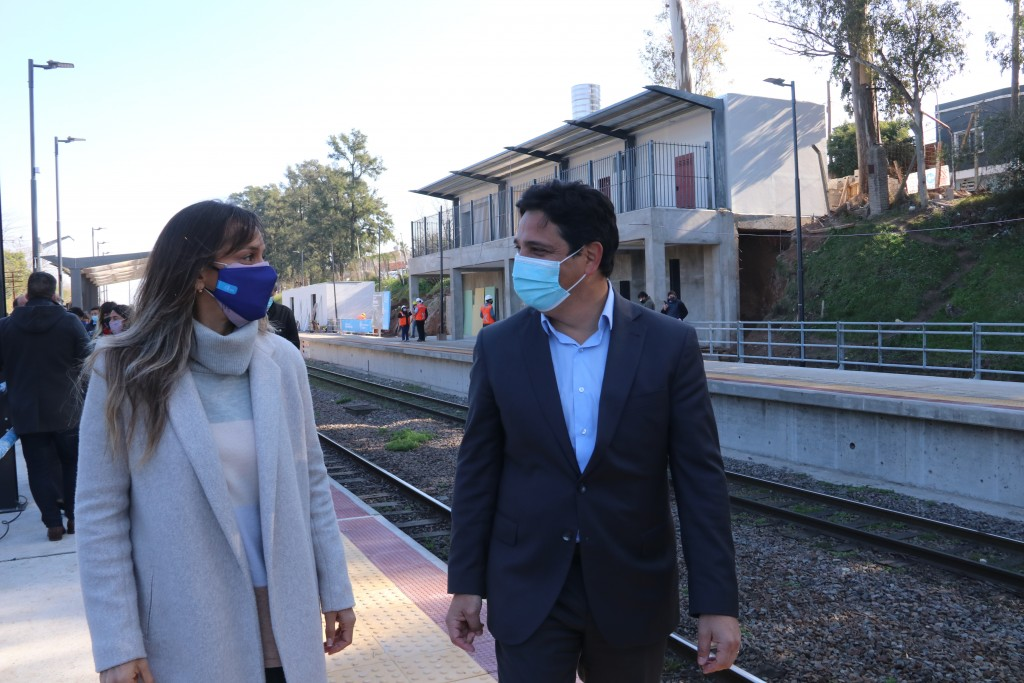 Martín Marinucci y Malena Galmarini recorrieron las obras de renovación en la estación Montes