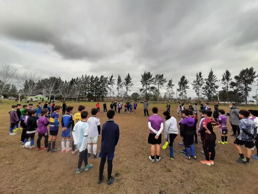 EL SELECCIONADO DE FUTBOL CIUDAD DE CAMPANA EN EL CAMINO AL MUNDIALITO DE CARMEN DE ARECO