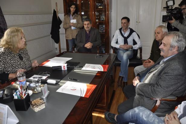 La Intendente Giroldi encabezó la firma del Convenio por las Plantas de Potabilización de Agua de Río en Escuelas del Sector Islas