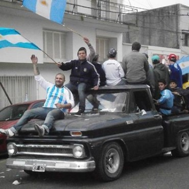 EN CAMPANA SE VOLVIÒ A FESTEJAR LA VICTORIA DE ARGENTINA