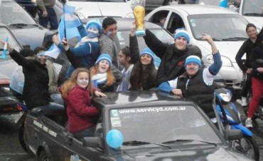 ARGENTINA SEMIFINALISTA!!!  Y LAS CALLES DE CAMPANA TOMARON COLOR