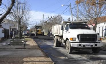 La Intendente Giroldi recorrió obras de asfalto en el barrio Héroes de Malvinas II