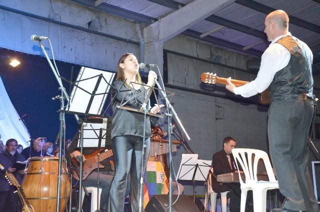 El Intendente presenció la Cantata por el Bicentenario de la Independencia