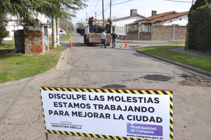 Se realizaron trabajos de bacheo en la calle Buenos Aires
