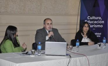 Directivos de escuelas públicas y privadas participaron de una importante capacitación sobre efemérides
