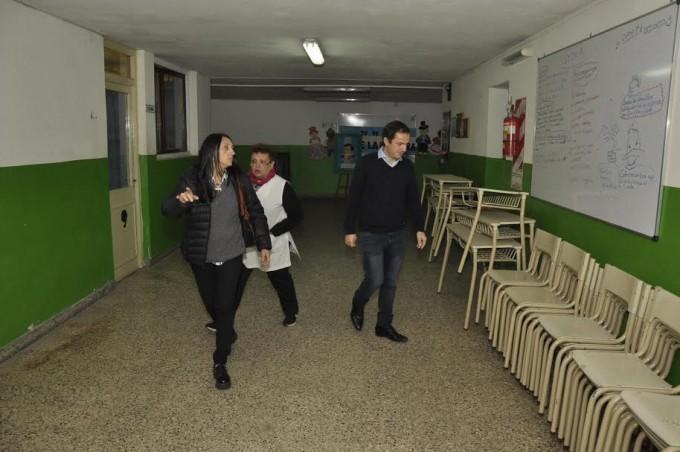 Entregan mobiliario a escuelas públicas de la ciudad