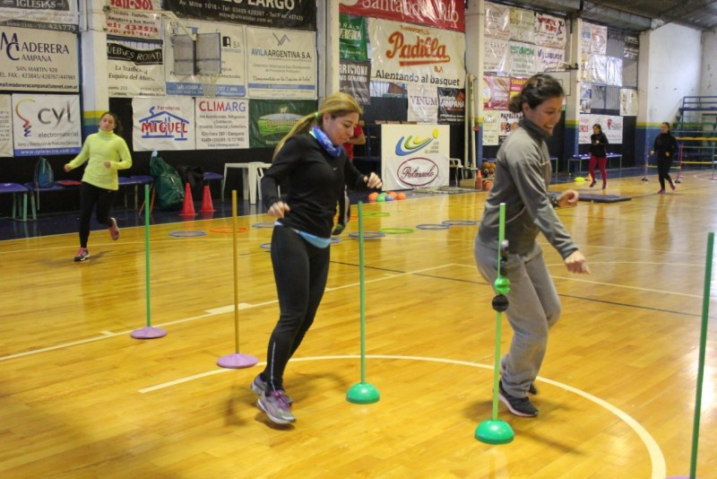 Más de 90 profesores de educación física se capacitaron sobre atletismo escolar