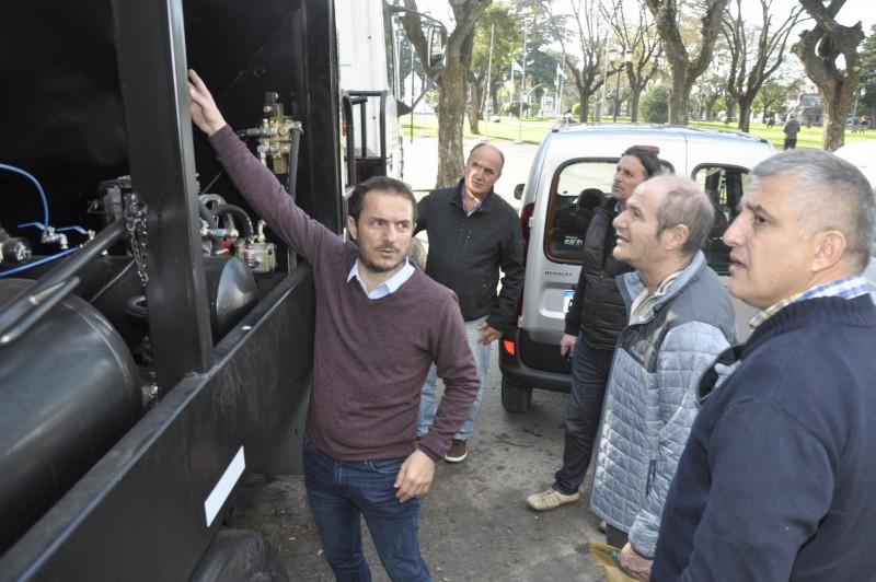 El Municipio adquirió un nuevo camión para el bacheo urbano