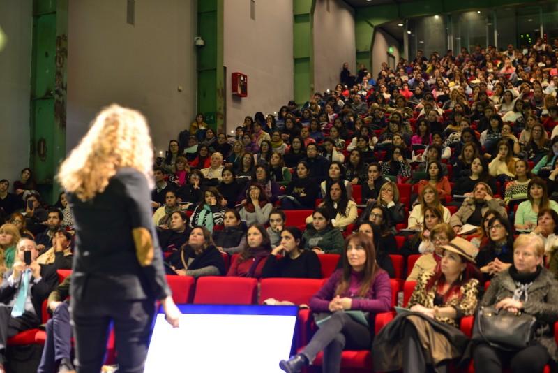 Cientos de docentes participaron de dos jornadas de capacitación en el Auditorio de Tenaris