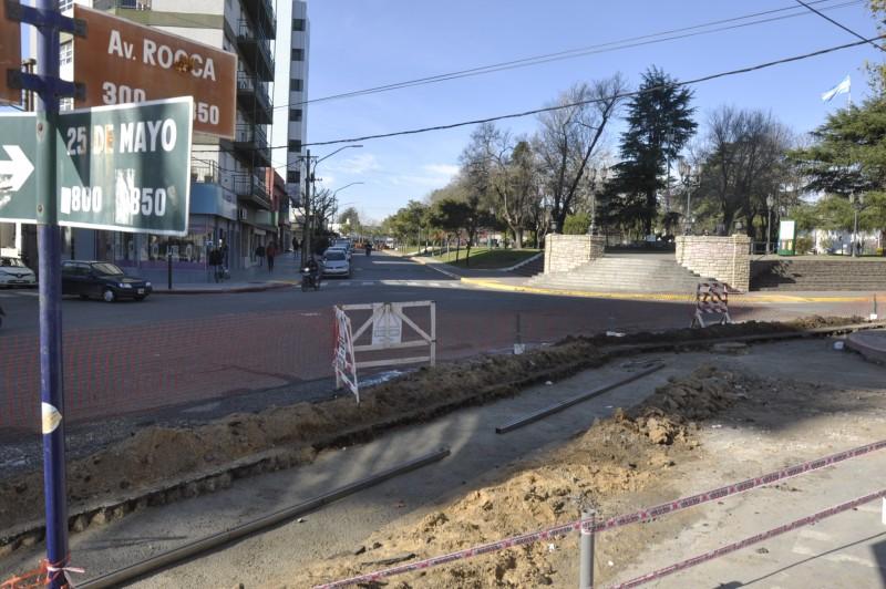 Avanzan los trabajos de bacheo de hormigón en esquinas clave de la ciudad