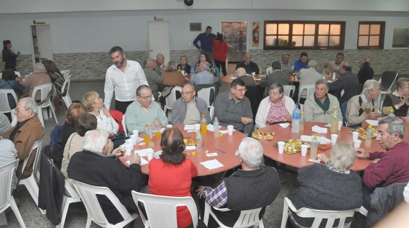 Gran convocatoria de representantes de centros y asociaciones de jubilados en la 2da edición de Estrechado Lazos