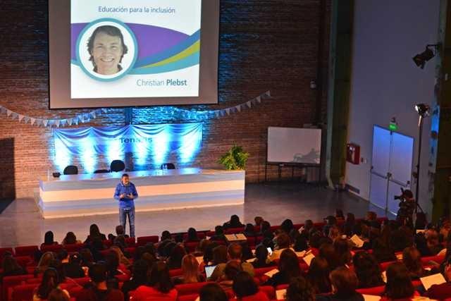 Más de 400 docentes de Campana y Zárate participaron de una nueva charla educativa en el Auditorio de Tenaris
