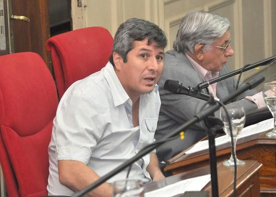 """Carlos Gómez: """"el rol de las FFAA de la democracia se debe discutir en el Congreso"""""""