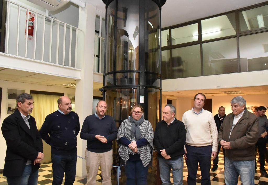 Con la instalación de un moderno ascensor, el Palacio Municipal mejoró su accesibilidad