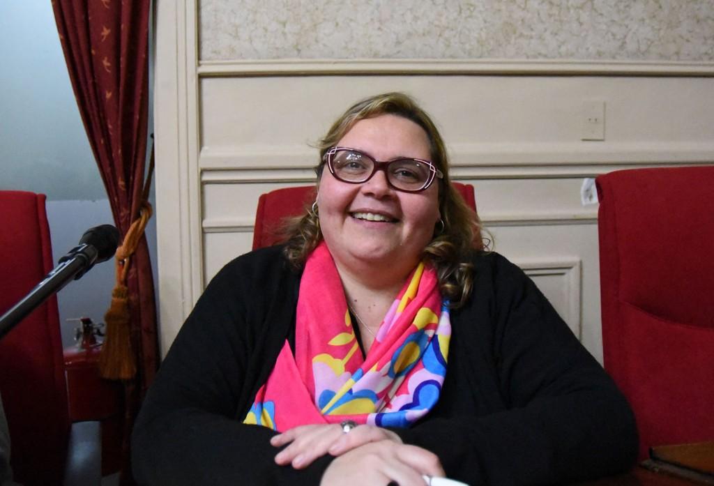 Por iniciativa de la concejal Buzzini, pintarán una senda peatonal con los colores LGBTI