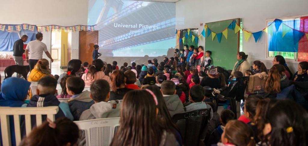 En vacaciones, los chicos también pueden disfrutar de cine gratuito en los barrios