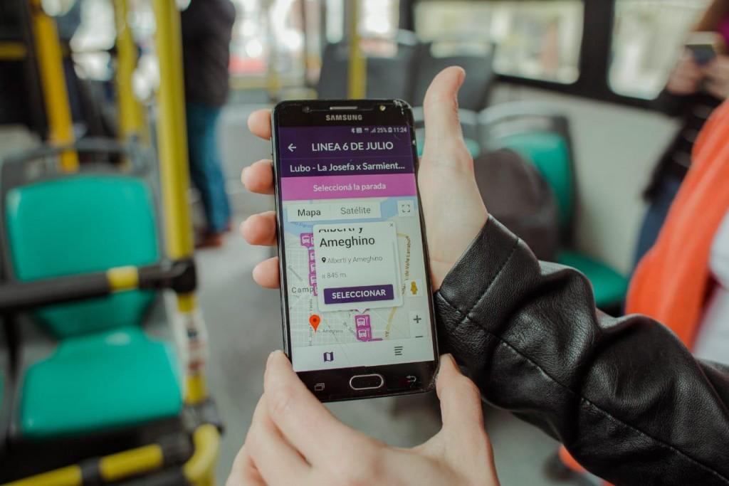 El Intendente presentó una app que informa el recorrido de los colectivos locales en tiempo real