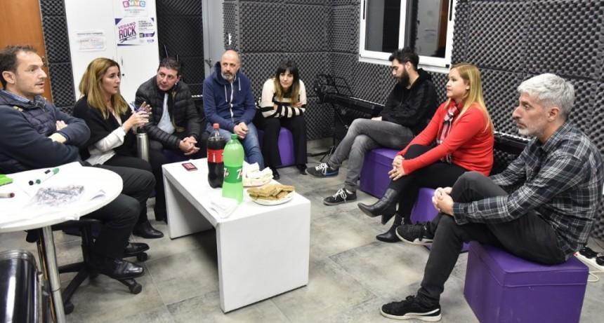 Abella visitó la Escuela Municipal de Música