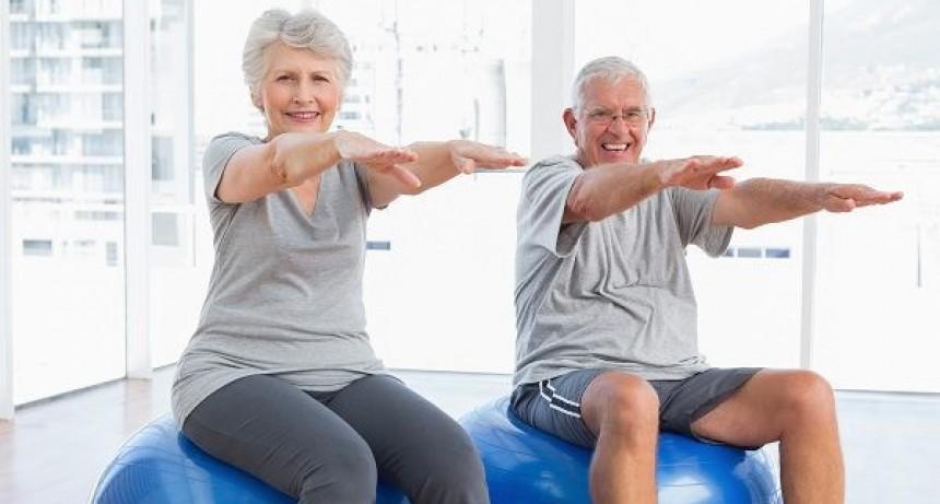 Se dictan clases gratuitas de gimnasia para adultos mayores en el Club Estrella del Este