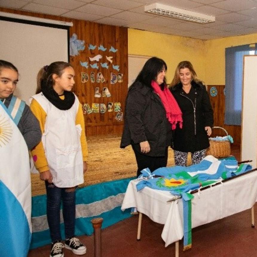 Schvartz acompañó el acto del CeAT Nº 2 de la isla por el Día de la Bandera