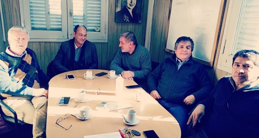 Rubén Romano trabaja en su plan de salud junto a los sanitaristas más importantes del país