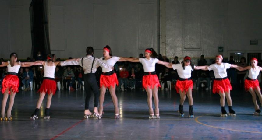 La Escuela Municipal de Patín realizó una muestra llena de magia y color