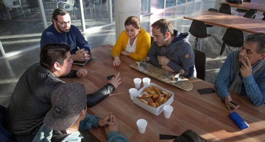 El intendente Abella se reunió con jóvenes skaters de la ciudad