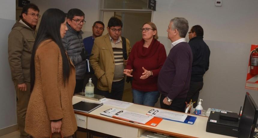 El hospital municipal recibió la visita de directores de centros de salud de Perú