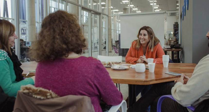 Schvartz se reunió con integrantes de la sociedad de artistas visuales