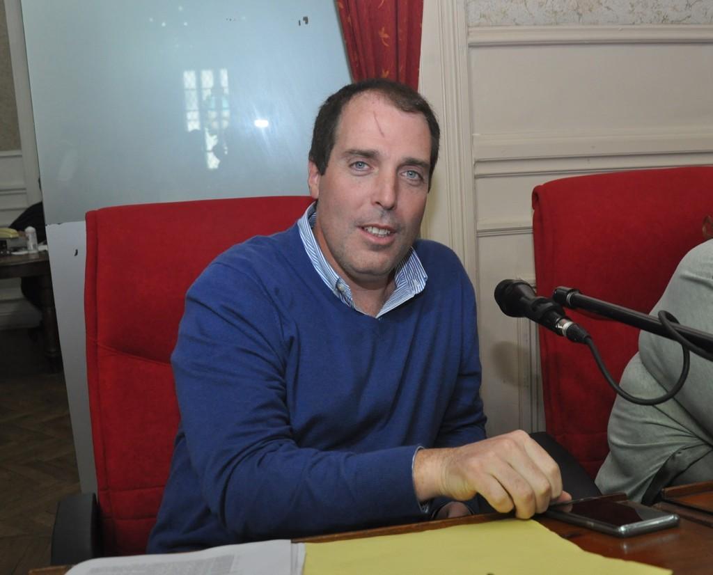 Diego Lis :  se redujo el plantel y el Director Tècnico està buscando jugadores