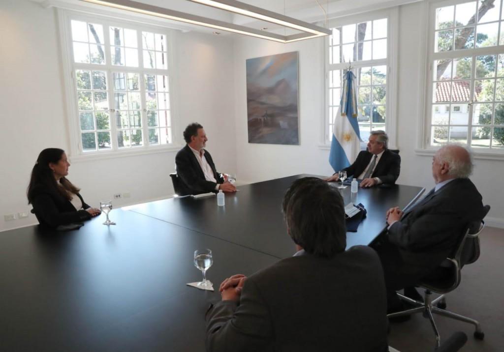 Coronavirus: el Presidente se reunió con científicos que realizan la investigación del suero equino hiperinmune