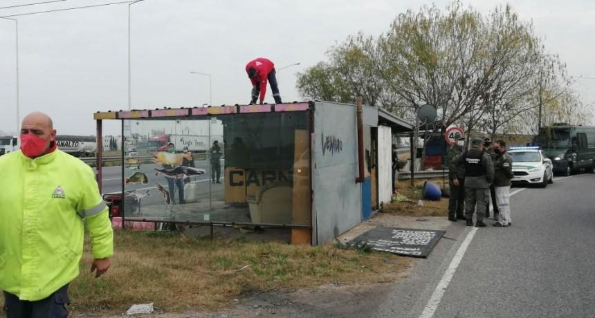 Desalojaron a puesteros que estaban al costado de Ruta 9 y habían iniciado construcciones