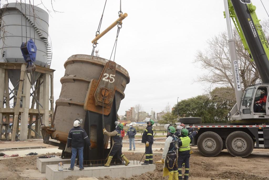 Nueva Costanera: ya se emplazó la cuchara de acería de Tenaris y continúan las obras