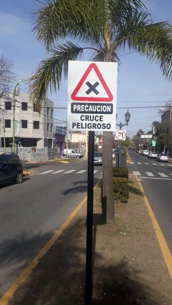 Instalan 50 carteles de cruce peligroso en lugares de siniestralidad vial