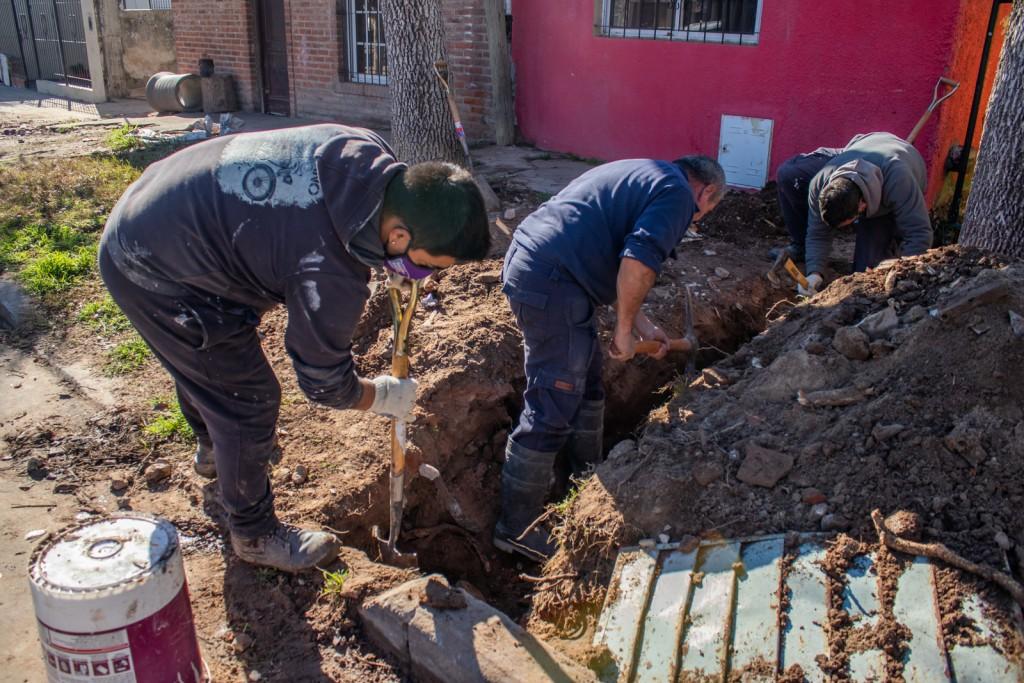Barrio Del Pino: once familias ya regularizaron las conexiones cloacales de sus domicilios
