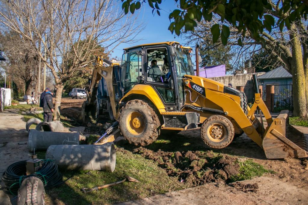 Comenzaron los trabajos preliminares para asfaltar la calle Sabatini en toda su extensión