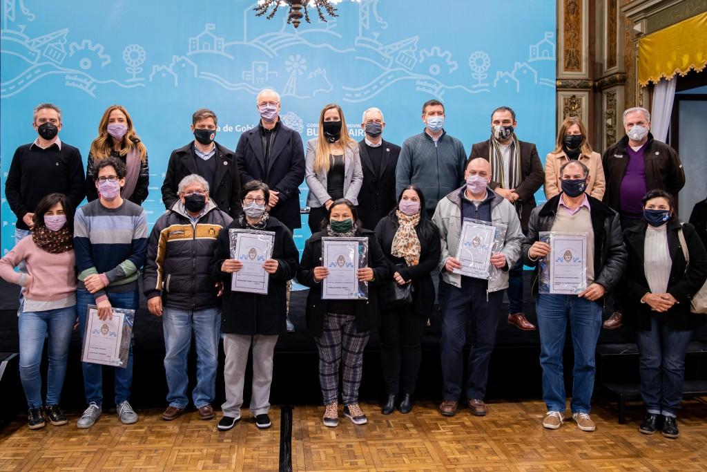 La Provincia entregó 160 escrituras para familias de La Plata