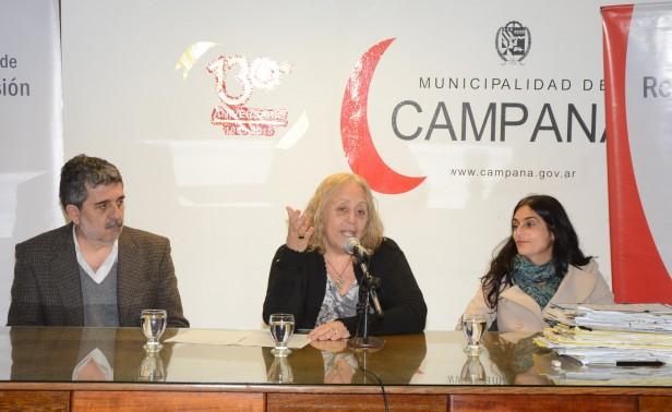 La Intendente Giroldi encabezó el acto donde más familias campananenses cumplen el sueño de escriturar sus viviendas