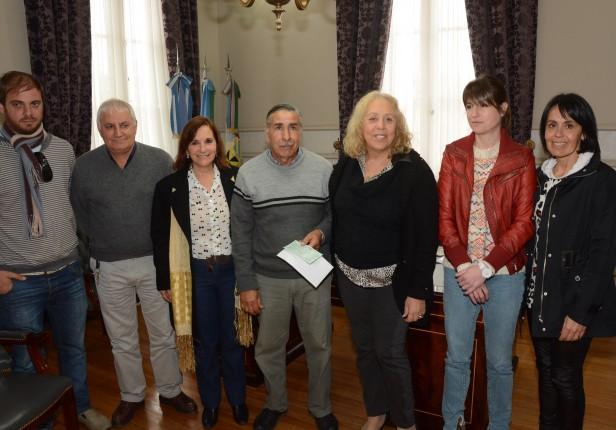 La Intendente Giroldi entregó cerca de $ 1.000.000 para la realización del camino que conecta directamente la Ruta N° 14 con el Recreo Blondeau