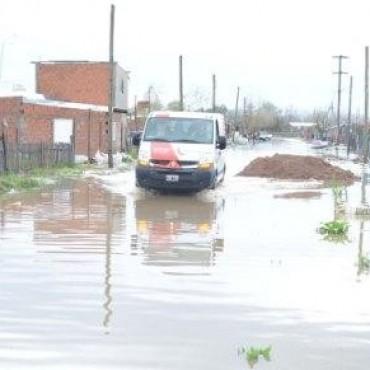 La Junta Municipal de Defensa Civil extendió su accionar y asistió a los vecinos damnificados por las intensas lluvias