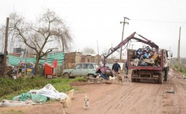 Maquinarias de Hidráulica Provincial trabajan en los barrios afectados de Campana