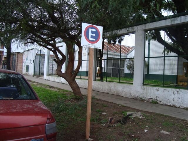 El Municipio continúa colocando señalética de tránsito en distintos puntos de la ciudad