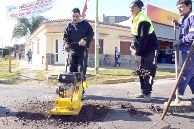 Realizan nuevos trabajos de bacheo en el casco urbano
