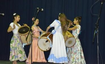 """A sala llena, se presentó el espectáculo folklórico """"El cantar de nuestra Patria"""""""