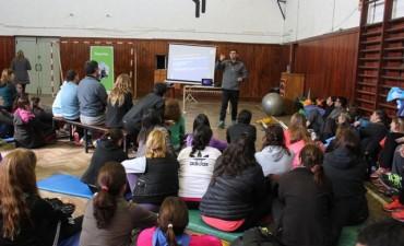 Noventa profesores de Educación Física participaron de una jornada de capacitación deportiva