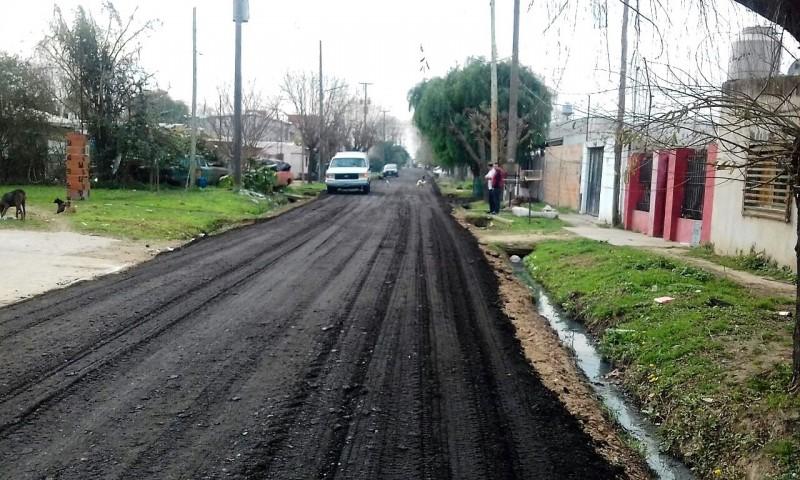 El Municipio coloca asfalto recuperado en Las Tablitas